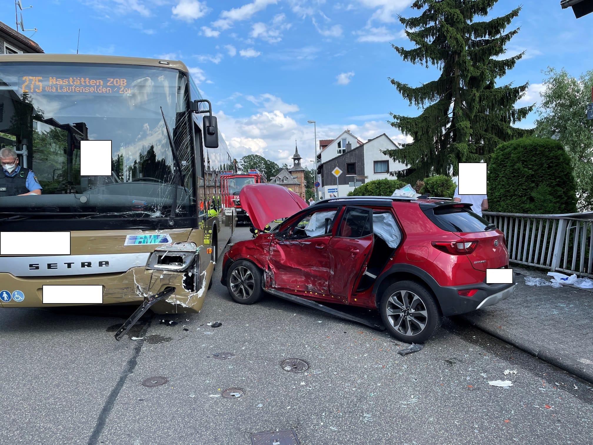 Einsatz 22/2021 ELW: Verkehrsunfall PKW gegen Bus