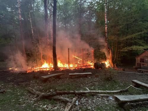 Die Brandstelle nach dem Eintreffen der Einsatzkräfte